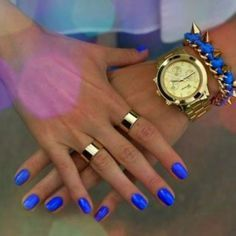 Cobalt blue nails and gold rings <3 Get the look at ICIFashion.com