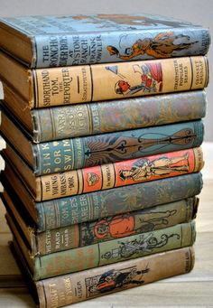 Antique Children's Books di Little Dog Vintage su Easy. Set of nine beautiful antique children's books from the 1800s and early 1900s. The covers have the most beautiful artwork on them.