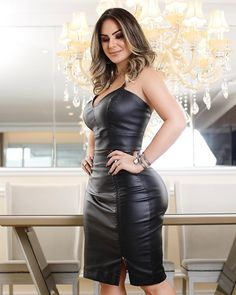 Image may contain: 1 person, standing and indoor Sexy Outfits, Classy Outfits, Sexy Dresses, Fashion Dresses, Beautiful Dresses, Looks Pinterest, Femmes Les Plus Sexy, Elegantes Outfit, Leather Fashion