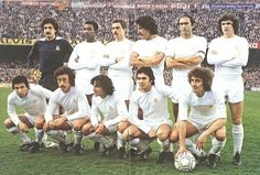 1979-De pie, de izquierda a derecha: García Remón, Cunningham, San José, Benito, Pirri, Camacho. Agachados, en el mismo orden: Juanito, Del Bosque, Ángel, Santillana, García Hernández. First Football, Best Football Players, Good Soccer Players, Football Love, World Football, Football Team, Real Madrid History, Football Pictures, Team Photos