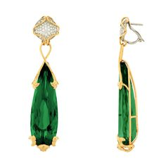 Les boucles d'oreilles haute couture en péridot de Versace pour Bâle 2014 http://www.vogue.fr/joaillerie/le-bijou-du-jour/diaporama/les-boucles-d-oreilles-haute-couture-en-peridot-de-versace-bale-2014/18012