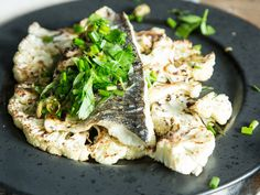 Grilled sea bass with cauliflower - Otto Wilde Grillers Grilled Fish Fillet, Grilled Seafood, Fish And Seafood, Spring Grilling Recipes, Grilled Cauliflower, Sea Bass, Light Recipes, Fresh Herbs, Seafood Recipes