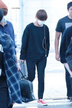 [AIRPORT] 160902: BTS V (Kim Taehuyng) #bts #bangtan #bangtanboys #fashion #style #kfashion #kstyle #korean #kpop