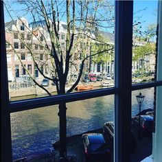 Sunshine views of the Keizergracht canal from one of our Exceptional Rooms. #hotellife #luxuryhotel #amsterdam #explore #boutiquehotel image by @hynessl