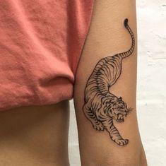 Tribal Tattoos, Hand Tattoos, 4 Tattoo, Neue Tattoos, Trendy Tattoos, Back Tattoo, Tattoos For Guys, Cool Tattoos, Tattoo Maori