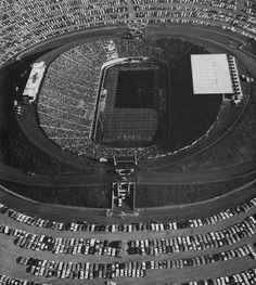 Aerial view of Autzen Stadium 1967 during Oregon State-Oregon civil war football game. From the 1968 Oregana (University of Oregon yearbook). www.CampusAttic.com