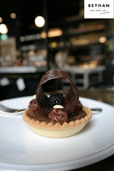 Chocolate Tarte with Blackberry - London: place to be!