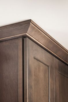 The straight, clean lines of the Shaker Crown Moulding pair well with today's preferable streamlined aesthetic.