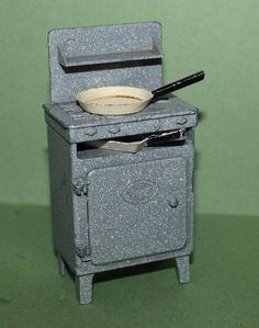 Vintage Dolls House Crescent Cooker & Pans