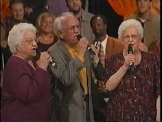 """""""What A Meeting In The Air"""" By The Speer Family//David Phelps//Guy Penrod//etc. """"If this doesn't bring tears you have a hard heart! Gaither Gospel, Gaither Vocal Band, Gaither Songs, Christian Singers, Christian Videos, Music Tv, Music Songs, Music Videos, Gaither Homecoming"""