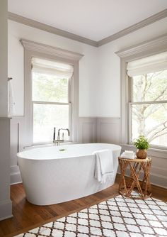 Badezimmer The Scrivano House from Fixer Upper Bathroom How Choose The Right Type Of Lawn Mower Do y Maison Tudor, White Master Bathroom, Small Bathroom, Fixer Upper House, Modern Farmhouse Bathroom, Rustic Farmhouse, Farmhouse Furniture, Farmhouse Ideas, Farmhouse Style