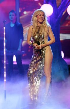 Ellie-Goulding-performing-on-The-X-Factor-TV-show.png (797×1227)