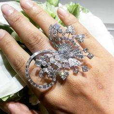 """Van Cleef and Arpels. MMdiamonds Jewellrs MITRA (@mm_diamondsjewellers) on Instagram: Beautiful @vancleefarpels @song_nan !!"""""""