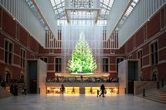 A holographic Christmas tree at the #Rijksmuseum called 'The Tree of Light', was designed by Droog Design, and is a classic Christmas tree which changes colour and decoration. Come and see it in the #Rijksmuseum until the 8th of January everyday from 8 AM until midnight.