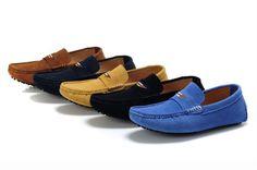 Ada beberapa jenis sepatu pria yang harus anda ketahui diantaranya sepatu sneakers, slip on, sepatu boots, sepatu formal, moccasin, sport dan sepatu sandal