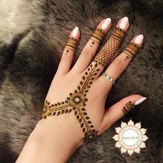 Bridal Mehndi On Hands http://www.maharaniweddings.com/gallery/photo/88802