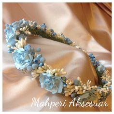 Blue floralcrown for mum