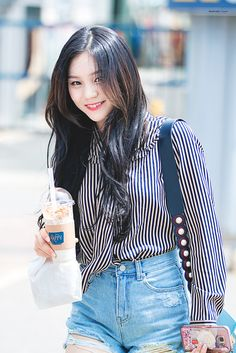 Your source for all news, photos, videos, translations, and everything else related to Source. South Korean Girls, Korean Girl Groups, Kim Ye Won, Pose, Gfriend Sowon, G Friend, Kpop Fashion, Good Music, Asian Girl