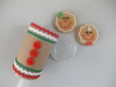 "Yay, more excuses to use your push pop containers! The Partiologist is embarking on 12 Days of Push Pops ideas, and first up is this adorable ""gingerbread"" push pop. Christmas Goodies, Christmas Candy, Holiday Fun, Xmas, Christmas Sweets, Holiday Parties, Festive, Merry Christmas, Cake Push Pops"