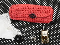 Paso a paso para hacer este bolso inspirado en el famoso clutch de Chanel. VÍDEO TUTORIAL Lindo e inspirador bolso, Recreando similitudes al aspir ...