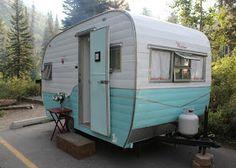 House of Noise. I mean boys.: Vintage trailer Restoration - Very cute little trailer redo! Retro Caravan, Vintage Campers Trailers, Retro Campers, Vintage Caravans, Camper Trailers, Vintage Motorhome, Tiny Trailers, Diy Caravan, Caravan Ideas