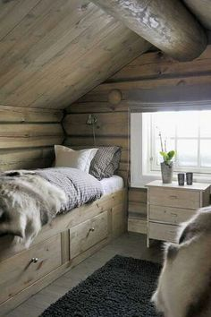 Helyes kis kuckó Mountain House Decor, Mountain Bedroom, Chalet Design, Cabin Design, Norway House, Scandinavian Cabin, Chalet Interior, Cabin Interiors, Cabins And Cottages
