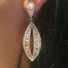 Diamond Earrings Beautiful things coming your way. Diamonds Earrings Jade Sometimes you have to take Long Diamond Earrings, Small Earrings, Unique Earrings, Beautiful Earrings, Women's Earrings, Gems Jewelry, Gemstone Jewelry, Wedding Earrings, Wedding Jewelry
