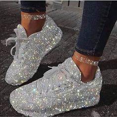 Casual Smart wear for trendy girls Moda Sneakers, Sneakers Mode, White Sneakers, Sneakers Fashion, Fashion Shoes, Shoes Sneakers, Adidas Fashion, Girls Sneakers, Platform Sneakers