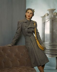 Vintage grey and yellow - adore! Photo by John Rawlings (1944). #vintage #1940s #fashion