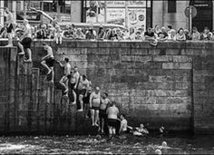 After the Liffey swim Old Images, Old Pictures, Old Photos, Vintage Photos, Dublin Street, Dublin City, Ireland 1916, Dublin Ireland, Ireland People