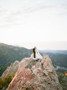 This is what a wedding 2000 ft. above the ground could look like! Tuscany Wedding Venue, Wedding Venues, Destination Wedding, Wedding Ideas, Rosé Hair, Destinations, Wedding Planning On A Budget, Before Wedding, Portraits