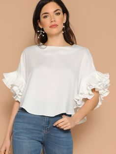 To find out about the Layered Exaggerate Flounce Sleeve Curved Hem Top at SHEIN, part of our latest Blouses ready to shop online today! Blouse Styles, Blouse Designs, Modest Fashion, Fashion Dresses, Stylish Outfits, Cute Outfits, Sleeves Designs For Dresses, Looks Plus Size, Blouses For Women