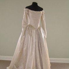 wedding dresses (for AU) Vintage Outfits, Vintage Gowns, Vintage Mode, Vintage Fashion, Vintage Weddings, 1700s Dresses, Old Dresses, Victorian Dresses, Frock Fashion