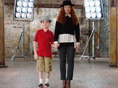 Oliver, el hijo de Scheier, nació con una forma inusual de distrofia muscular, lo que la inspiró a iniciar una marca sin fines de lucro de prendas de vestir adaptadas, llamada Runway of Dreams, en el 2013. | Esta mamá diseñó prendas que le cambiaron la vida a su hijo, quien sufre de distrofia muscular