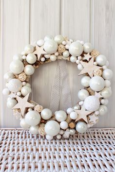 Czyli co mi w duszy gra. Christmas Advent Wreath, Xmas Wreaths, Christmas Love, Winter Christmas, Christmas Decorations For The Home, Christmas Tree Decorations, Christmas Lights Outside, Diy Angel Wings, Bunting