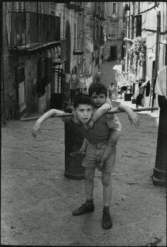 Napels 1960 (Henri Cartier Bresson)