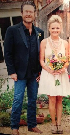 Miranda lambert and blake Shelton at Ashley Monroe's wedding Country Musicians, Country Music Singers, Country Artists, Country Concerts, Best Country Music, Country Music Videos, Country Music Stars, Miranda Blake, Blake Shelton Miranda Lambert