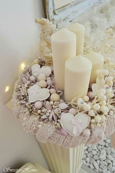 Here are the best DIY Christmas Centerpieces ideas perfect for your Christmas & holiday season home decor. From Christmas Vignettes to Table Centerpieces. Christmas Advent Wreath, Christmas Leaves, Christmas Mason Jars, Christmas Gift Box, Christmas Candles, Rustic Christmas, Christmas Holidays, Christmas Wreaths, Christmas Crafts