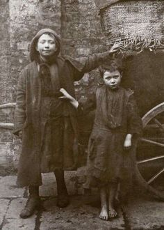 Vintage: Portraits of Children Who Lived in Spitalfields, London by Horace Warner Victorian London, Vintage London, Old London, Victorian Era, East London, Edwardian Era, Vintage Pictures, Old Pictures, Vintage Images