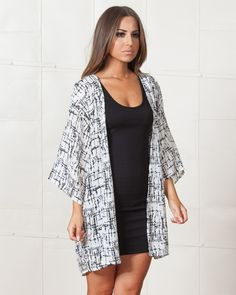 MADISON SQUARE CRACK ME UP BLACK & WHITE KIMONO | Open front, relaxed fit, with dropped shoulder seams and 3/4-length sleeves kimono-style sleeves. | available on www.shopfashtique.com