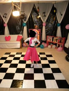 ideas birthday outfit for school daughters, … - Party Outfits Grease Themed Parties, 50s Theme Parties, Grease Party, Party Themes, Party Ideas, Game Ideas, Dance Decorations, Dance Themes, Sock Hop Decorations