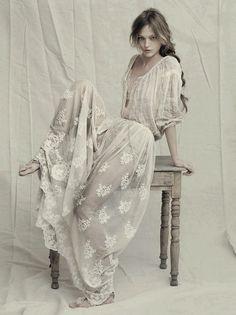 My style: Romantic with Bohemian touch. (Alberta Ferretti Spring 2011)