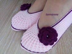Sapatilha de Crochê Adulto - Como Fazer Crochet Sandals, Crochet Slippers, Baby Boots, Baby Girl Shoes, Knitting Socks, Baby Knitting, Shoe Recipe, Knitting Patterns, Crochet Patterns