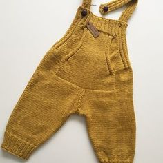 Baby Dungarees Free Knitting Pattern - D - Diy Crafts Baby Knitting Patterns, Baby Boy Knitting, Knitting For Kids, Baby Patterns, Free Knitting, Girls Knitted Dress, Knit Baby Dress, Knitted Romper, Baby Outfits