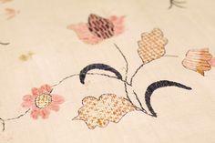Blekingesöm, broderier ur Handarbetets Vänners samlingar. Foto av Alicia Sivertsson. Traditional Swedish embroidery, photo by Alicia Sivertsson.