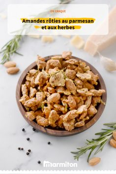 Amandes rôties au parmesan et aux herbes Surprise your guests as an aperitif with these roasted almonds with parmesan cheese and herbs cheese Sausage Appetizers, Hot Appetizers, Easy Appetizer Recipes, Raw Food Recipes, Healthy Recipes, Easy Recipes, Tapas, Healthy Brunch, Roasted Almonds