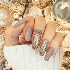 This series deals with many common and very painful conditions, which can spoil the appearance of your nails. SPLIT NAILS What is it about ? Nails are composed of several… Continue Reading → Ongles Beiges, Hair And Nails, My Nails, Luxury Nails, Gel Manicure, Manicures, Nail Nail, Nail Glue, Glitter Manicure
