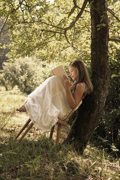 Solía pasar tardes enteras recostada a la sombra de un pino o un sauce en mi adolescencia... leyendi