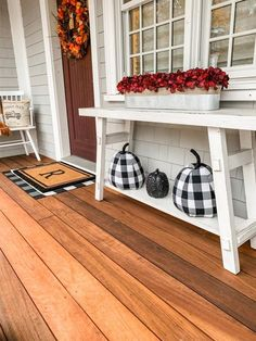 Take a tour of this Farmhouse Fall front porch that is sure to make your guests . Take a tour of this Farmhouse Fall front porch that is sure to make your guests . Small Front Porches, Farmhouse Front Porches, Decks And Porches, Southern Porches, Outside Fall Decorations, Porch Table, Front Door Decor, Front Doors, Porch Decorating
