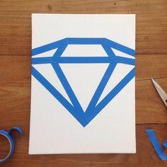 Samen met mini een cadeau in de maak voor de Diamanten-Bruiloft van opa & oma ;D [stap 1: maak met maskingtape een vorm van een diamant op schilderdoek]